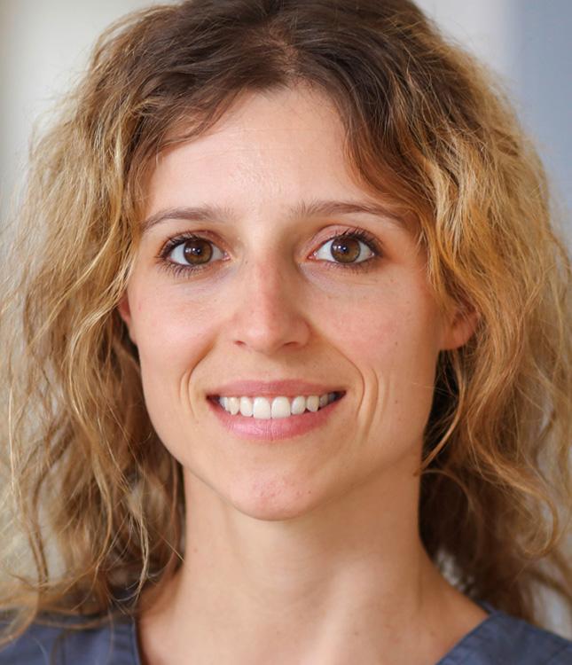 https://www.kieferchirurgie-landau.de/wp-content/uploads/2015/11/marie_therese_herkel_neu.jpg