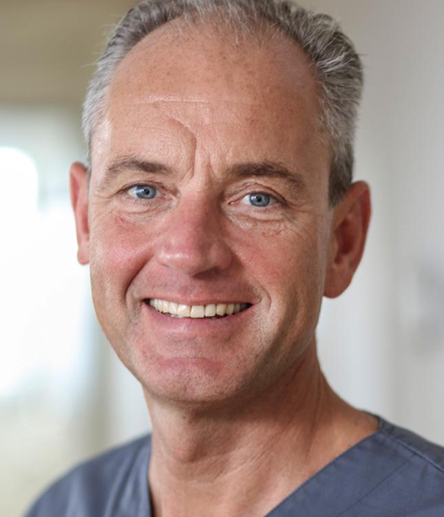 https://www.kieferchirurgie-landau.de/wp-content/uploads/2015/11/prof_dr_hannes_schierle-1.jpg