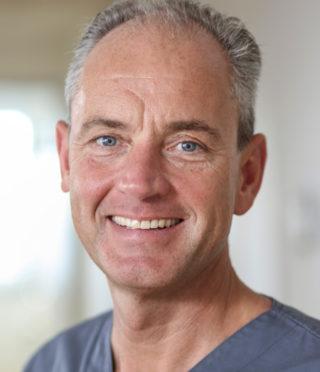 https://www.kieferchirurgie-landau.de/wp-content/uploads/2015/11/prof_dr_hannes_schierle-320x372.jpg